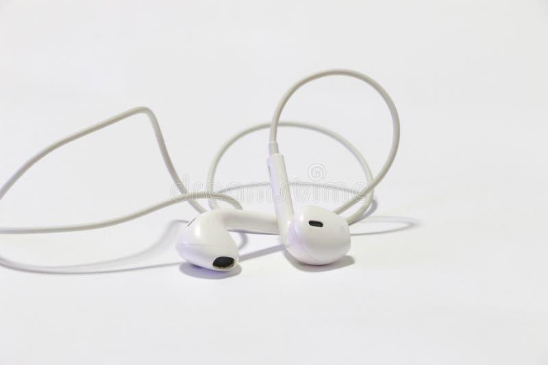 Έξυπνο τηλέφωνο με τα ακουστικά στοκ φωτογραφίες με δικαίωμα ελεύθερης χρήσης
