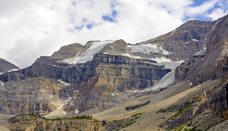 Έπαλξεις και παγετώνες βουνών στην αγριότητα στοκ εικόνες