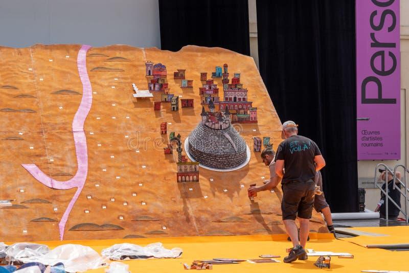Έργο υπό κατασκευή καλλιτεχνών στο μουσείο Mucem απεικόνιση αποθεμάτων