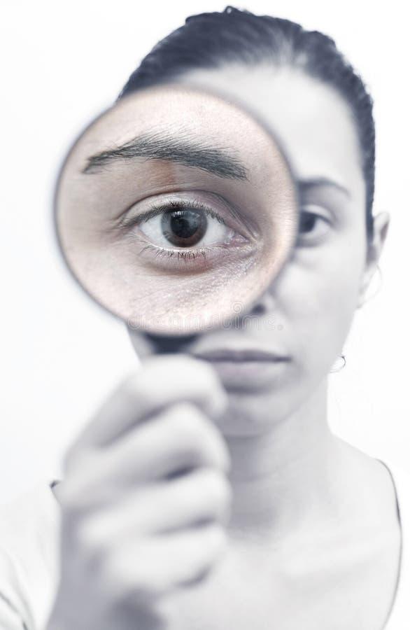 Έρευνα με μια ενίσχυση - γυαλί στοκ φωτογραφία με δικαίωμα ελεύθερης χρήσης