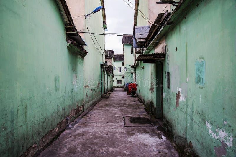 Έρημη δευτερεύουσα αλέα στην αρχαία κινεζική πόλη στοκ εικόνες