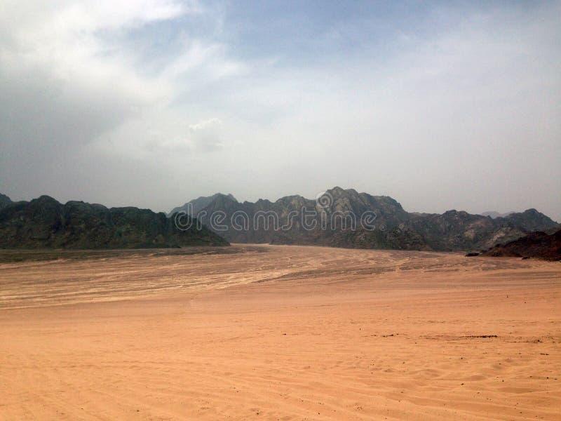 Έρημος και βουνά στοκ εικόνες