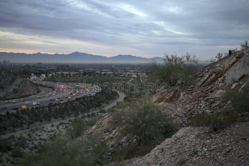 Έρημος της Αριζόνα ξημερωμάτων που αγνοεί την εθνική οδό στο Phoenix στοκ εικόνες με δικαίωμα ελεύθερης χρήσης