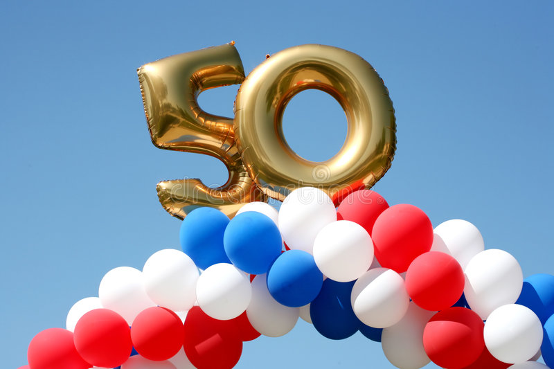 έτος εορτασμού 50 μπαλονιών στοκ φωτογραφία με δικαίωμα ελεύθερης χρήσης