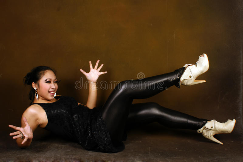 Download έφηβος κοριτσιών μόδας στοκ εικόνα. εικόνα από μαύρα - 13183089