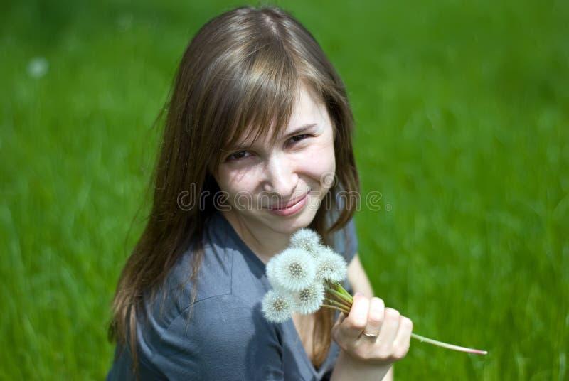 έφηβος κοριτσιών πικραλί&delta στοκ εικόνες