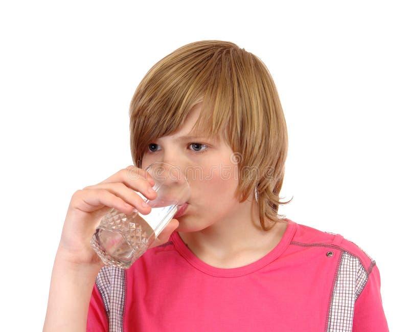 έφηβος ποτών στο ύδωρ στοκ εικόνες με δικαίωμα ελεύθερης χρήσης