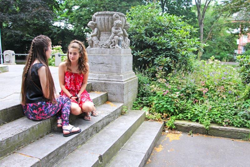έφηβος δύο κοριτσιών στοκ φωτογραφία με δικαίωμα ελεύθερης χρήσης