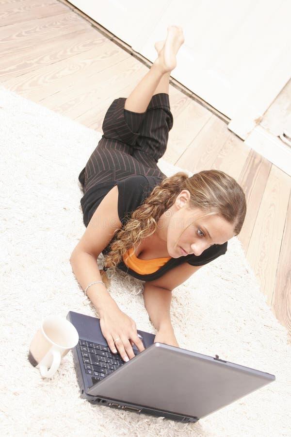 έφηβος lap-top στοκ εικόνα με δικαίωμα ελεύθερης χρήσης