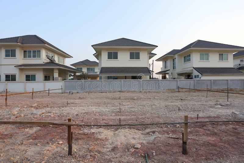 Έδαφος που χρησιμοποιείται κενό για το κτήριο οικοδόμησης στοκ φωτογραφία με δικαίωμα ελεύθερης χρήσης