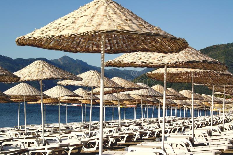 Έδρες καμβά στην παραλία στοκ φωτογραφία με δικαίωμα ελεύθερης χρήσης