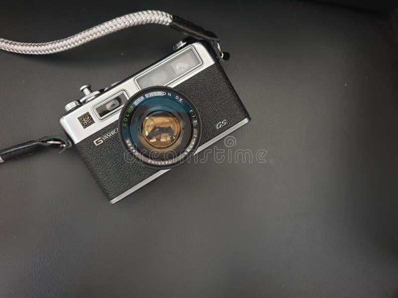 Ήλεκτρο 35 GS Yashica μια από τη διάσημη 35mm ιαπωνική κάμερα ταινιών στη δεκαετία του '70 της δεκαετίας του '60 στοκ φωτογραφίες με δικαίωμα ελεύθερης χρήσης