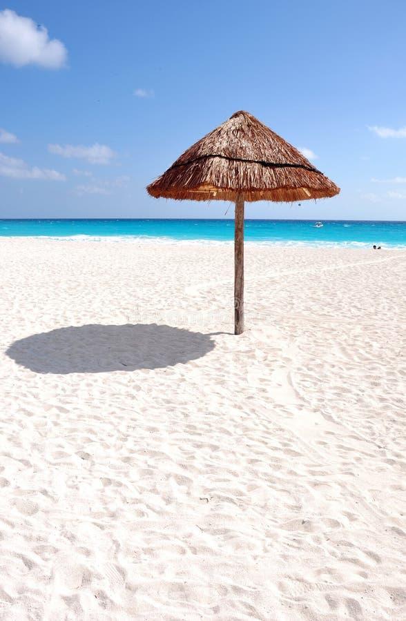 Download Ήλιος και θάλασσα και παραλία Στοκ Εικόνα - εικόνα από mayan, χαλαρώστε: 22787181