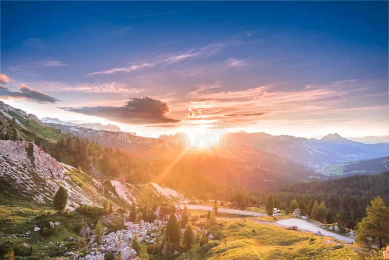 Ήλιος πέρα από Pues Geisler Nationalpark στοκ φωτογραφία με δικαίωμα ελεύθερης χρήσης
