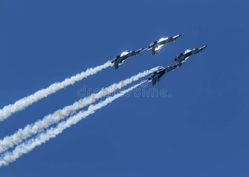 Ήλιος που αντανακλά τα ανεστραμμένα αεροπλάνα της Πολεμικής Αεροπορίας των ΗΠΑ στοκ εικόνες με δικαίωμα ελεύθερης χρήσης