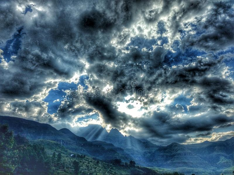 Ήλιος που σπάζει κατευθείαν στοκ φωτογραφίες