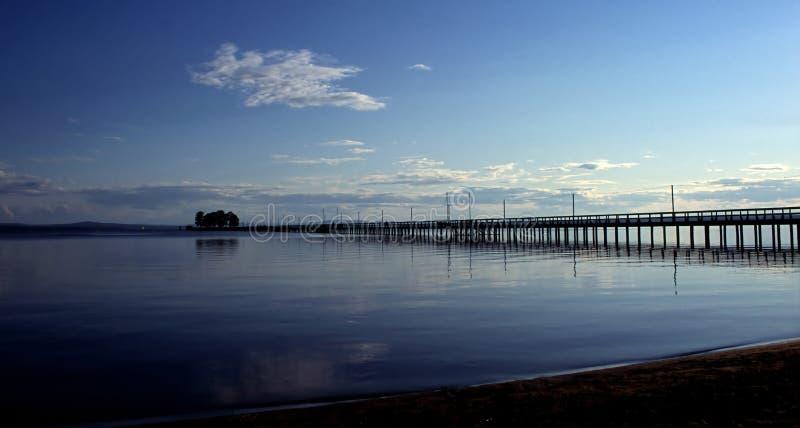 ήρεμα dusk μακριά ύδατα λιμεν&omicron στοκ φωτογραφίες