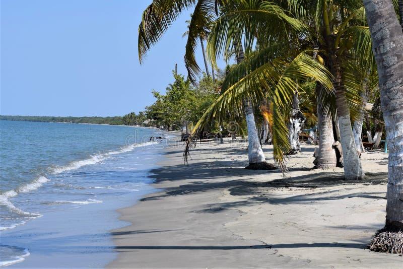 Ήρεμη, εγκαταλειμμένη παραλία στην Κολομβία στοκ εικόνα με δικαίωμα ελεύθερης χρήσης