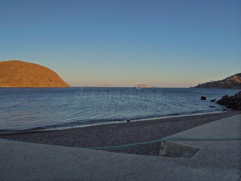 Ήρεμη επιφάνεια θάλασσας με τους κυματισμούς στο νησί Patmos, Ελλάδα στοκ εικόνα