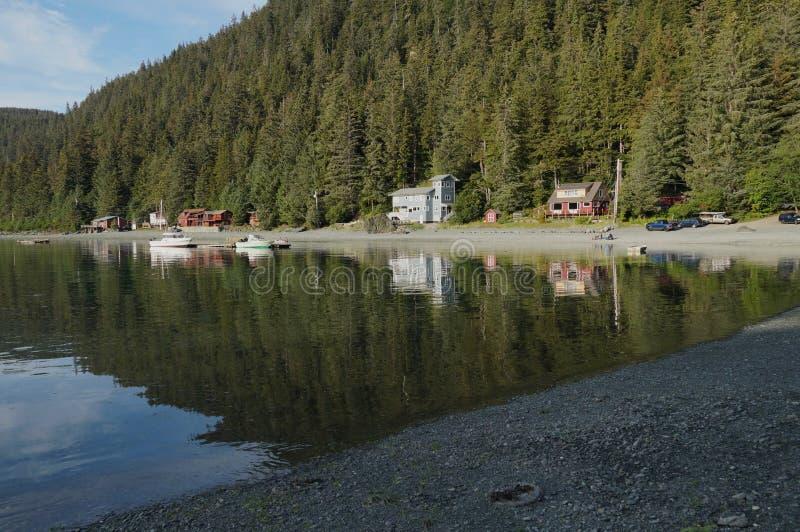 Ήρεμη σκέψη στο Tee Harbour, στην Αλάσκα στοκ φωτογραφία με δικαίωμα ελεύθερης χρήσης
