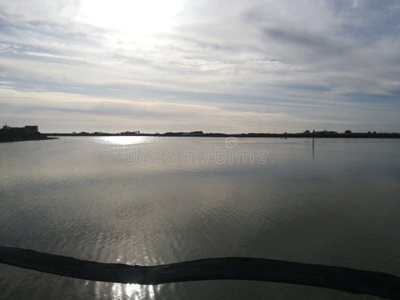 Ήρεμος ποταμός το πρωί του χειμώνα στοκ φωτογραφίες με δικαίωμα ελεύθερης χρήσης