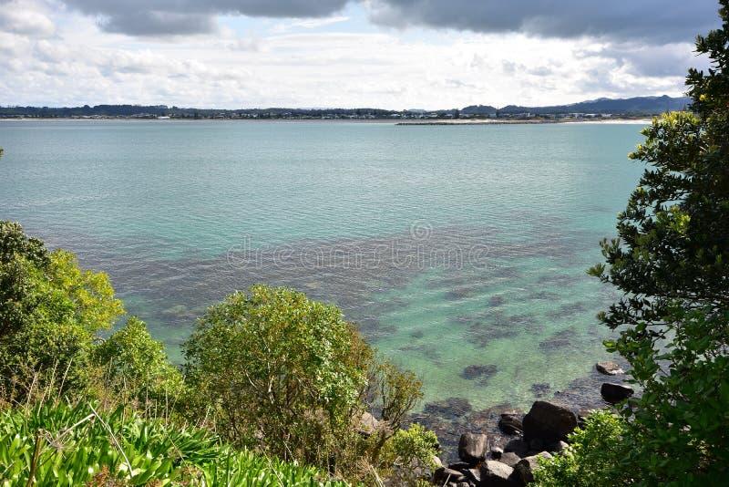 Ήρεμο καθαρό νερό στο λιμάνι στοκ εικόνα με δικαίωμα ελεύθερης χρήσης