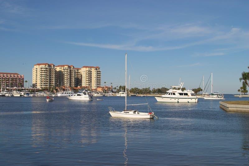 Download ήρεμο λιμάνι στοκ εικόνες. εικόνα από δέντρο, ευχάριστος - 122172