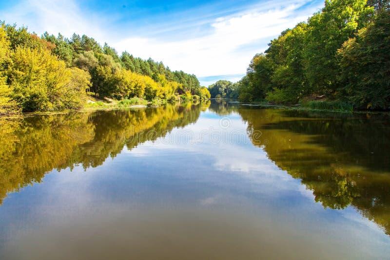 Ήρεμο τοπίο ποταμών στοκ εικόνα