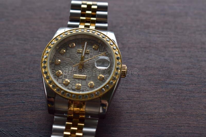 Ήταν το πρώτο ρολόι για την ανταμοιβή μου... είναι ένας Ρόλεξ που περιβάλλεται από διαμάντια... από την Ελβετία. στοκ φωτογραφία με δικαίωμα ελεύθερης χρήσης