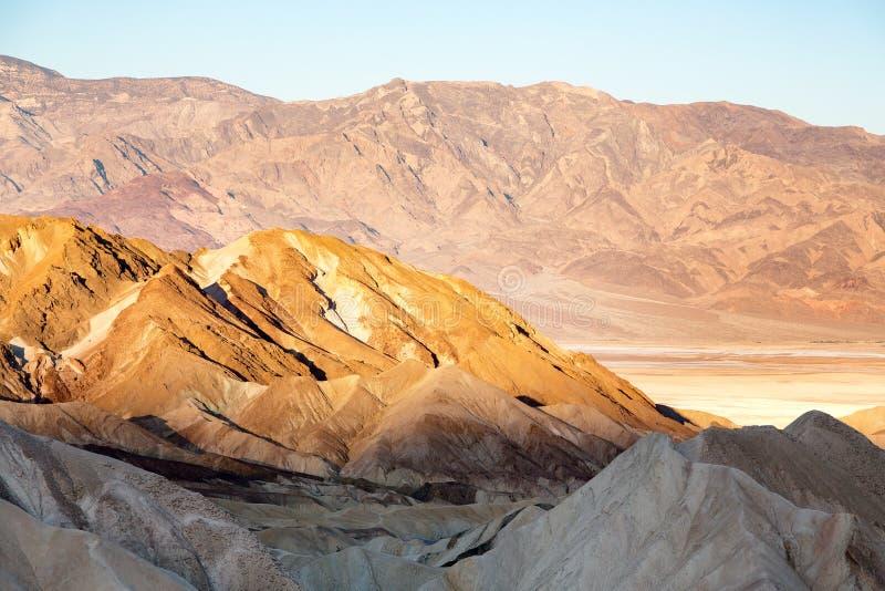 Ήλιος που αυξάνεται πέρα από την κοιλάδα θανάτου στοκ φωτογραφίες με δικαίωμα ελεύθερης χρήσης