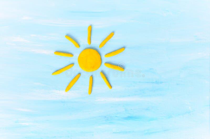 Ήλιος στο μπλε sku που γίνεται από το plasticine στοκ φωτογραφίες