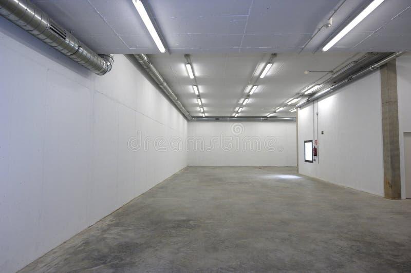 Ή νέο κενό δωμάτιο αποθηκών εμπορευμάτων με τίποτα στοκ εικόνες