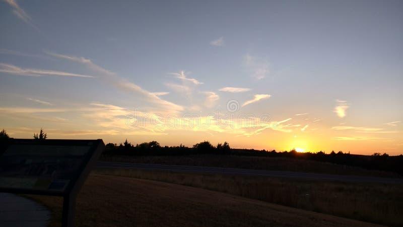 Ίχνη αέρα στο ηλιοβασίλεμα πέρα από τη Βιρμανία στοκ εικόνα με δικαίωμα ελεύθερης χρήσης