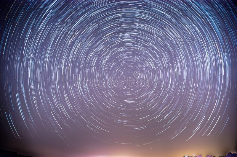 Ίχνη αστεριών πέρα από την ισραηλινή έρημο στοκ φωτογραφίες