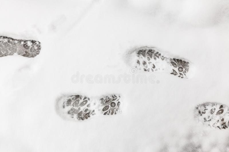 Ίχνη στο χιόνι το χειμώνα στοκ φωτογραφία με δικαίωμα ελεύθερης χρήσης