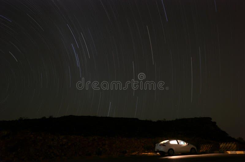 Ίχνος αστεριών πάνω από ένα βουνό στο Ομάν στοκ φωτογραφία με δικαίωμα ελεύθερης χρήσης