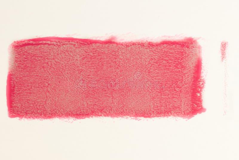Ίχνος του κόκκινου χρώματος από το ρόλο για τη ζωγραφική στον τοίχο Έννοια επισκευής στοκ φωτογραφίες με δικαίωμα ελεύθερης χρήσης