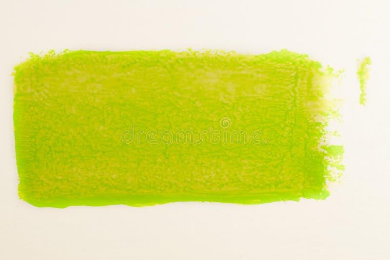 Ίχνος του πράσινου χρώματος από το ρόλο για τη ζωγραφική στον τοίχο Έννοια επισκευής στοκ εικόνες