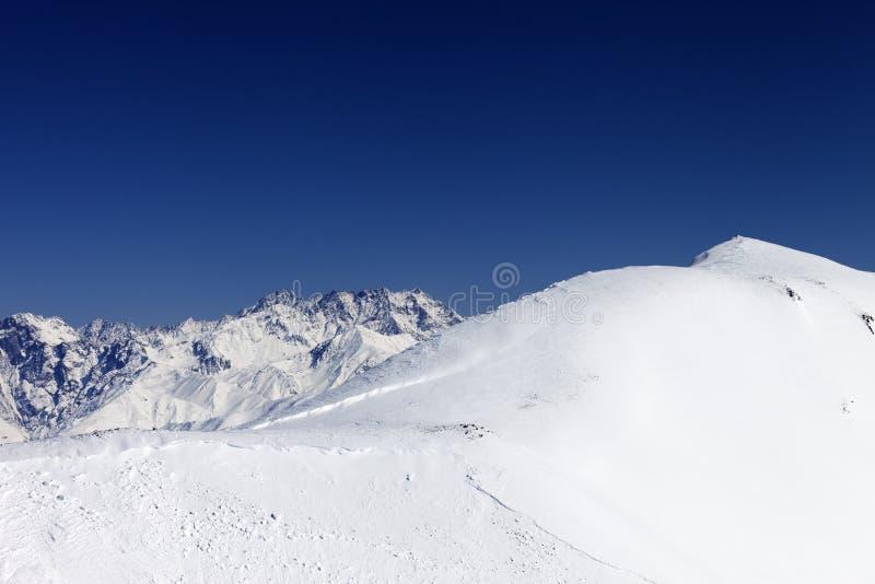 Ίχνος χιονοστιβάδας στη off-piste κλίση στοκ εικόνες