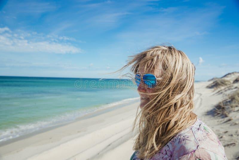 Αέρας που σκουπίζεται στην παραλία στοκ φωτογραφίες