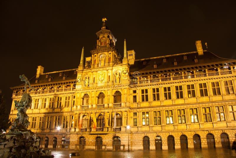 Αίθουσα πόλεων στην Αμβέρσα - το Βέλγιο - τη νύχτα στοκ φωτογραφία με δικαίωμα ελεύθερης χρήσης