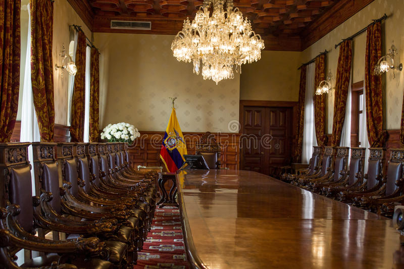 Download Αίθουσα συνεδριάσεων του του Εκουαδόρ παλατιού Στοκ Εικόνα - εικόνα από αίθουσα, εγκαταλειμμένος: 62702697