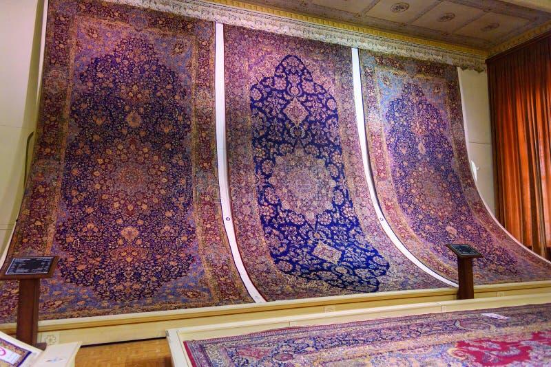 Αίθουσα των ταπήτων και των κουβερτών στο μουσείο δήμου στον πύργο Saat, παλάτι δήμου του Ταμπρίζ Ταμπρίζ Ιράν στοκ φωτογραφίες