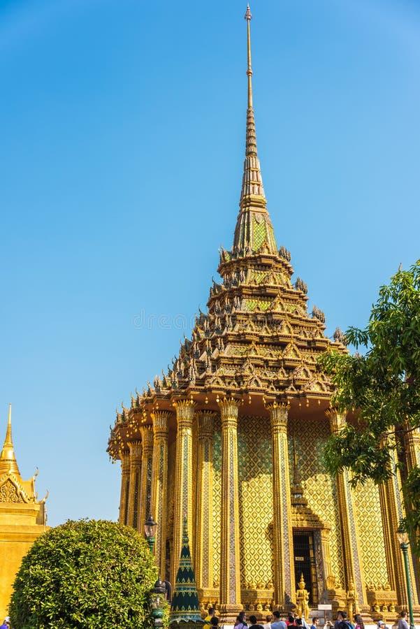 Αίθουσα χειροτονίας στη μεγάλη αρχιτεκτονική παλατιών σύνθετη στη Μπανγκόκ, στοκ εικόνες