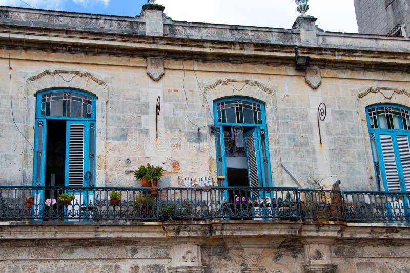 03/25/2019 Αβάνα, Κούβα, αποικιακό πεζούλι στην κεντρική παλαιά Αβάνα στοκ εικόνα