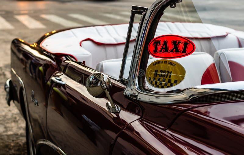 Αβάνα, Κούβα - 2019 Κλασικό αμερικανικό αυτοκίνητο που χρησιμοποιείται ως ταξί στην παλαιά Αβάνα στοκ φωτογραφίες