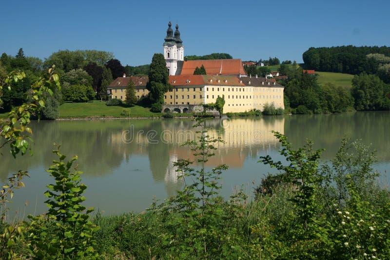 Αβαείο κοντά στο πανδοχείο Neuburg AM στοκ φωτογραφία με δικαίωμα ελεύθερης χρήσης