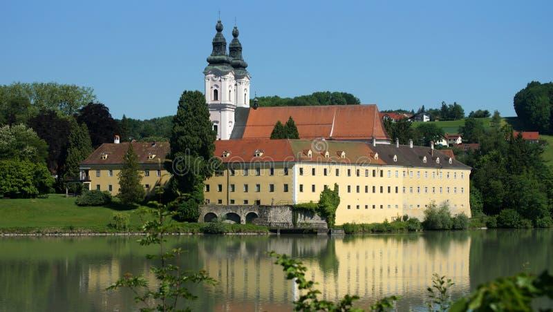 Αβαείο κοντά στο πανδοχείο Neuburg AM στοκ εικόνες