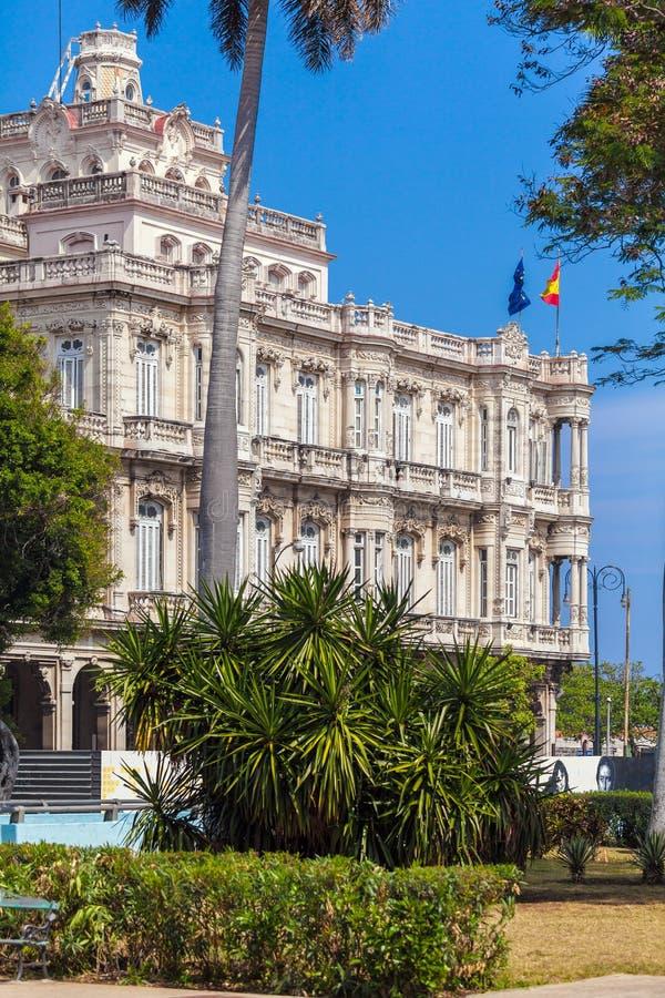 ΑΒΑΝΑ, ΚΟΥΒΑ - 1 ΑΠΡΙΛΊΟΥ 2012: Εκλεκτής ποιότητας οικοδόμηση των ισπανικών embas στοκ φωτογραφία