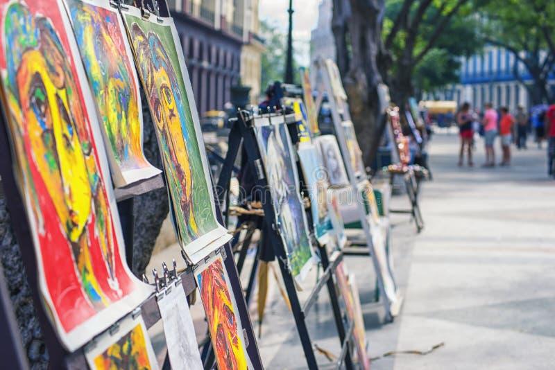 ΑΒΑΝΑ, ΚΟΥΒΑ - 4 ΔΕΚΕΜΒΡΊΟΥ 2015: Αγορά τέχνης οδών Paseo del Prado στοκ φωτογραφία με δικαίωμα ελεύθερης χρήσης